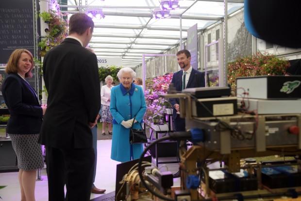 Queen Elizabeth II at Chelsea Flower Show. Credit RHS/Bethany Clarke