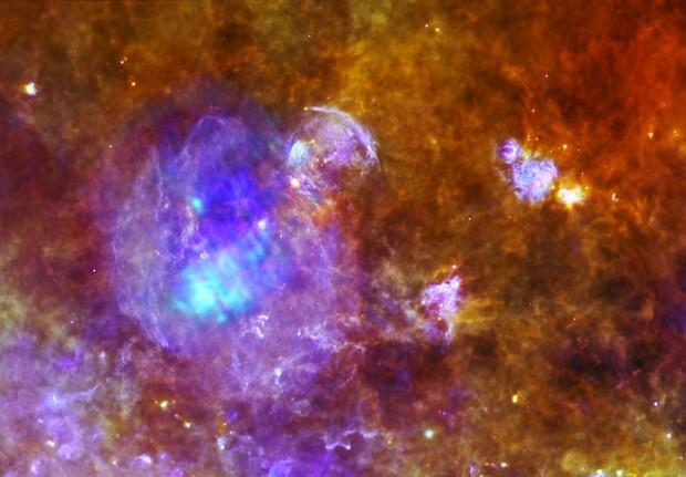 Copyright Herschel: Q. Nguyen Luong & F. Motte, HOBYS Key Program consortium, Herschel SPIRE/PACS/ESA consortia. XMM-Newton: ESA/XMM-Newton